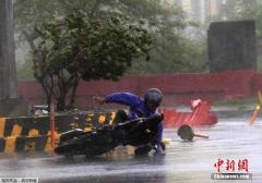 """台风""""威马逊""""登陆菲律宾 33万人撤离避难"""