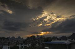 城市屋顶的五个黄昏
