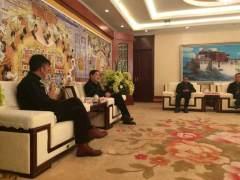 西藏自治区副主席曾万明会见中国国家地理杂志社李栓科一行