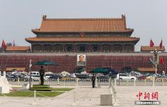 """北京天安门城楼""""美容""""迎国庆"""