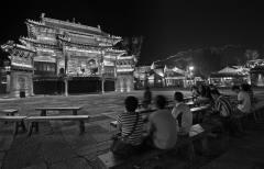 长城下的戏台:北京古北水镇