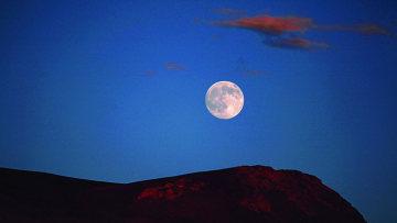 月是故鄉明
