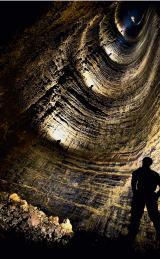 地下溶洞探险