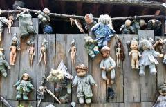 墨西哥艺术家花50年建诡异惊悚娃娃岛