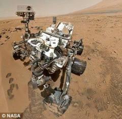 好奇号火星表面新发现:怪石酷似交通灯