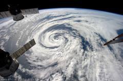 宇航员太空拍地球云层照:绵延不绝超震撼