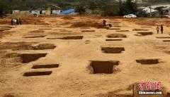 河南新郑一施工场地现56座战国古墓